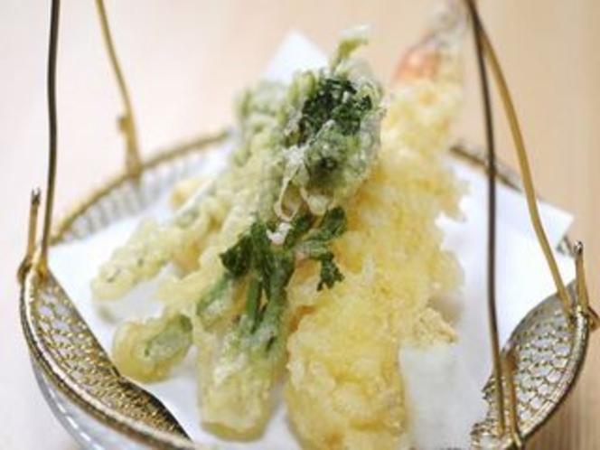 竹の子と山菜の天ぷら