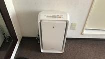 和室とデラックスツインには加湿空気清浄機が備え付けでございます。