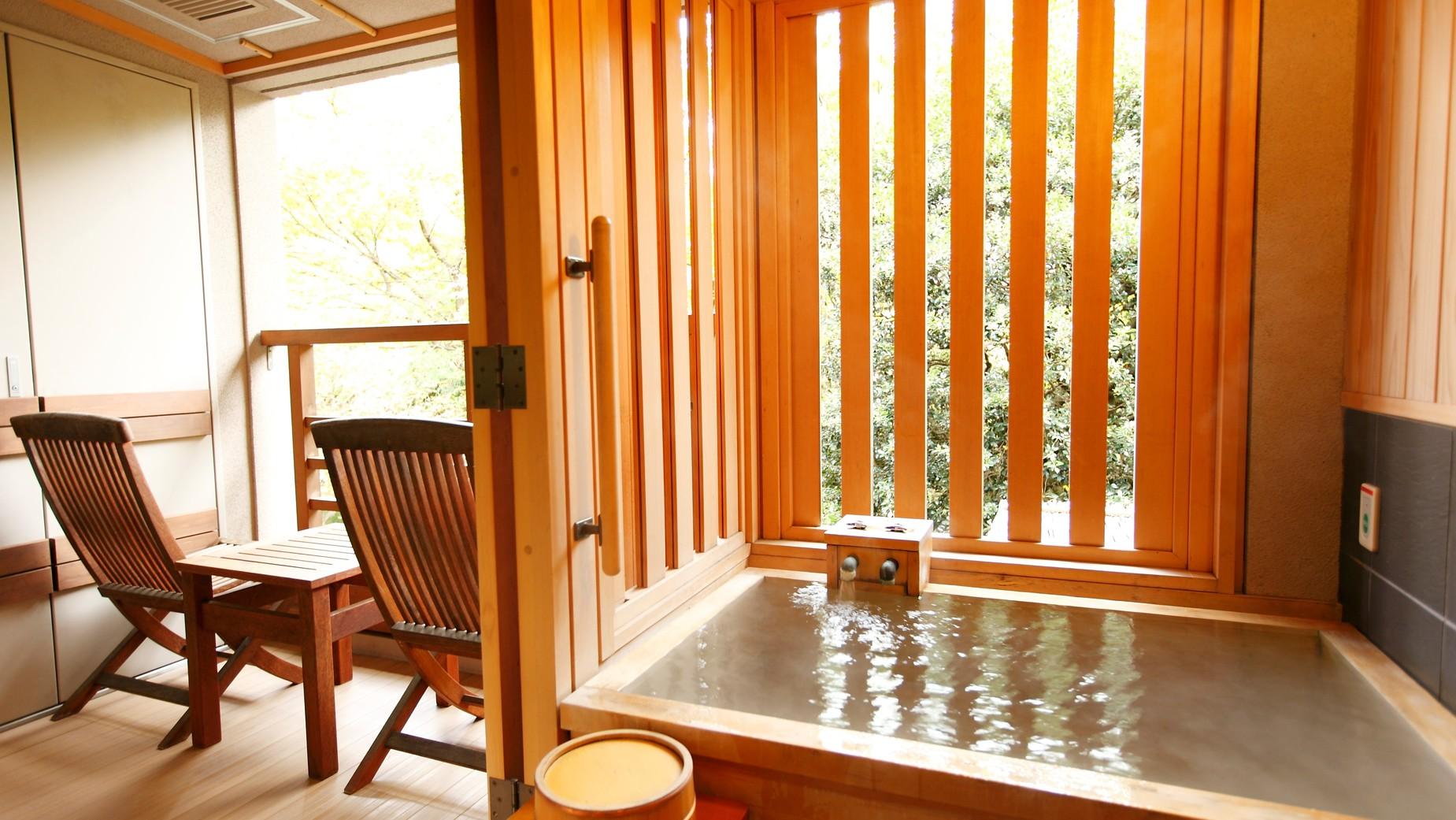 【新館:水花の庄/洋室ツイン35m2】客室の半露天風呂でプライベート空間を演出。※温泉ではございません