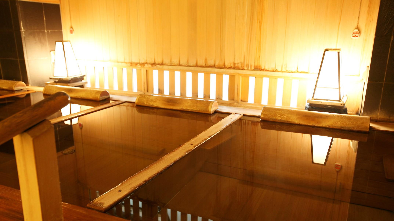 【花の湯/内湯】目を閉じれば、静かな湯の音だけが響く寝湯で寛ぎのひとときをお過ごしください。