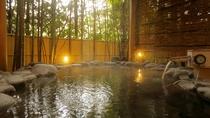 【星の湯/露天風呂】竹林をのぞみながら寛ぐ岩露天風呂。