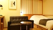 【新館:水花の庄】18㎡セミダブルルーム。1人旅やカップルにおすすめのコンパクトな客室。
