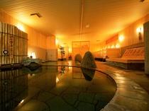 【笹の湯/内湯】石切風呂(あつ湯/ぬる湯)で多彩な湯をお愉しみいただけます。