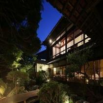 「蛍見の庭」夕景