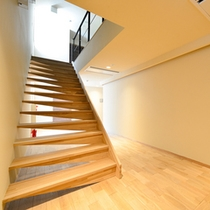 館内は無垢の木材を使い、明るくカジュアルな雰囲気になりました。