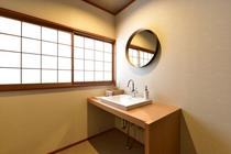Fタイプ客室パウダールーム  明るく清潔なパウダールーム