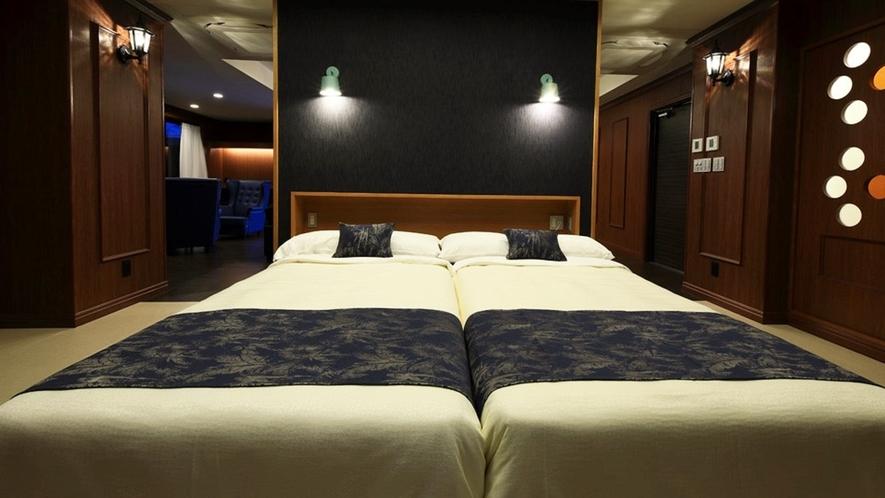 【ロイヤルスイート(2F)】県内初のデニム生地を使用したこだわりのベッドルーム。
