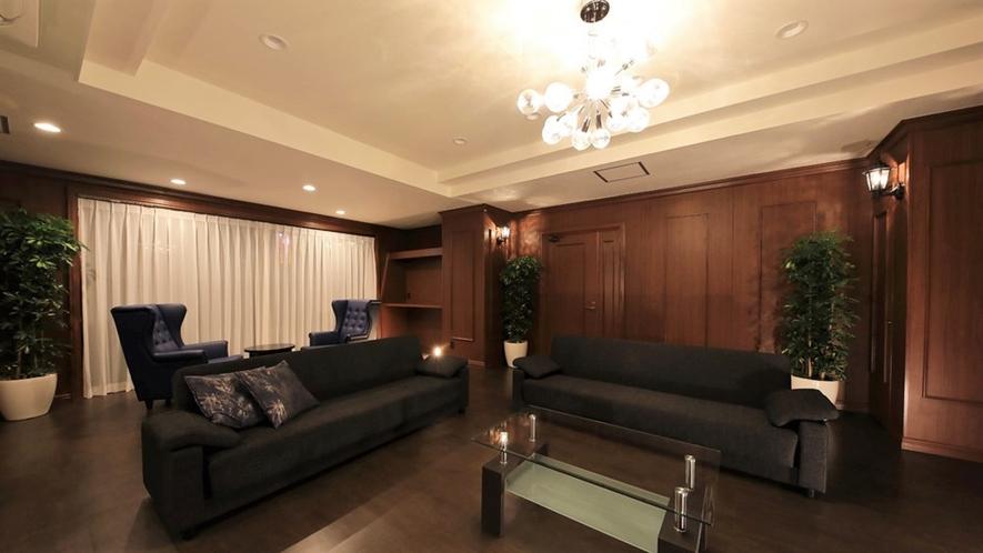【ロイヤルスイート(2F)】限定1室の180平米の広々空間で、特別な日に大切な人とお過ごし下さい。