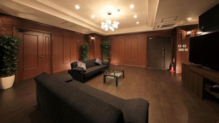 【ロイヤルスイート(2F)】限定1室/180平米の広々空間で、特別な日に大切な人とお過ごし下さい。