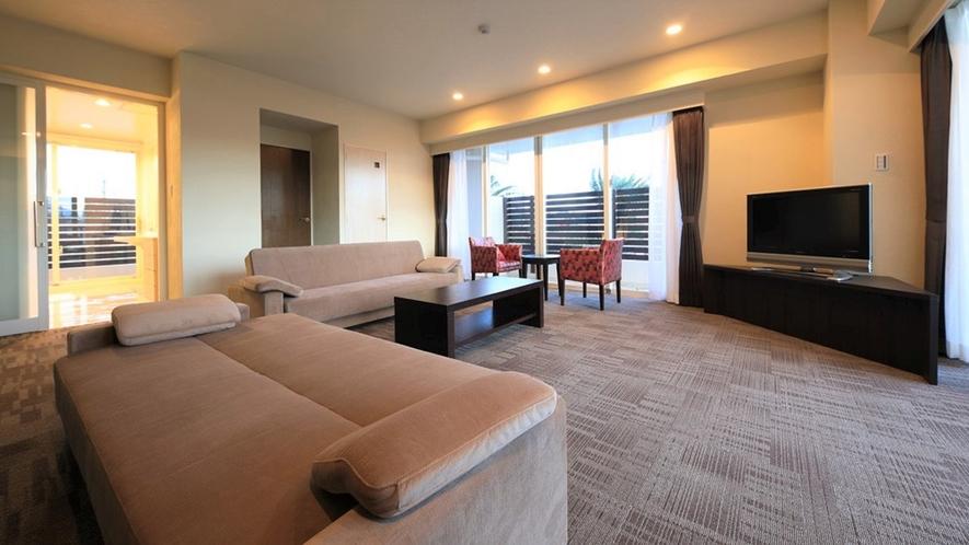 【プレミアムスイート】広いリビングとジャグジー付のバスルームが自慢の、100平米プレミアムスイート。