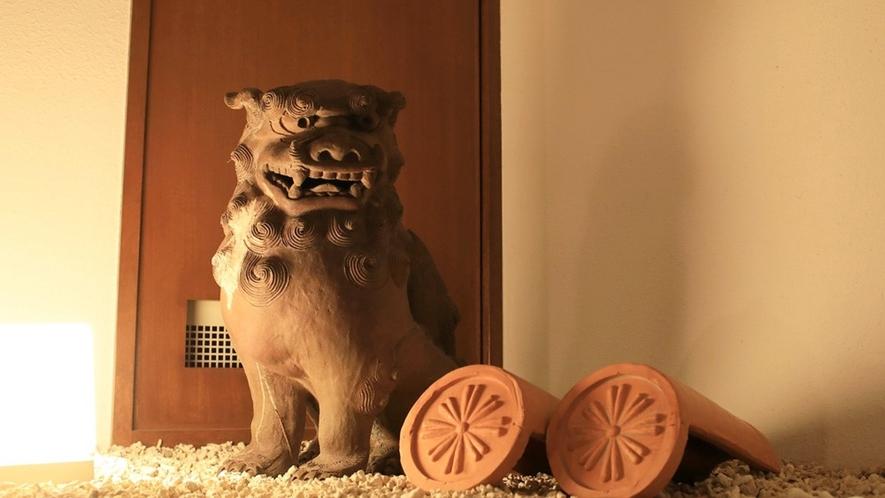 客室フロアのどこかで沖縄の守り神「シーサー」が見守っています♪