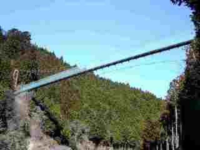 洞川の景観が一望できる「かりがね吊橋」当館のすぐ傍です