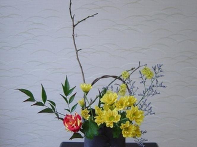 赤黄色バラ生花