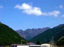 世界遺産「大峯山」を当館より望む