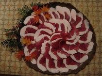 自家製の手作り味噌で炊きこむジューシーな猪肉の味は大好評です