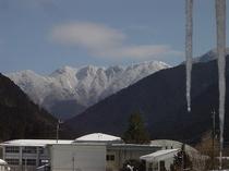 本館2階から眺望できる山上ケ岳