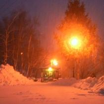 雪降る夜の露天風呂入り口