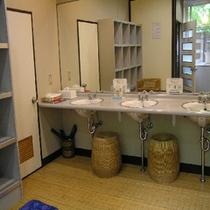 内風呂の脱衣所