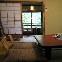 和室16畳の客室の一例です