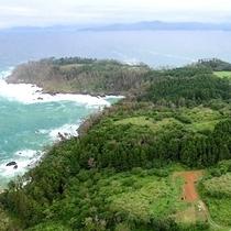 【ドローン】泊崎半島最先端方面、最先端に位置する景勝地の『尾崎神社』まで徒歩15分ほどです