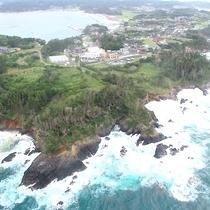 【施設外観】『ドローン撮影』泊崎半島の先端に位置する旅館です。田舎の自然と海をお楽しみくださいませ。