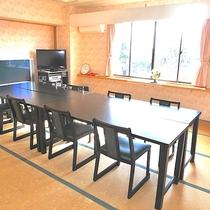 【鶴の間】『18畳』『収容人数10人』『お座席テーブル選択可』『夕食単独利用可(有料)』『会議室可』