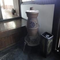 昔ながらの暖炉(母屋)