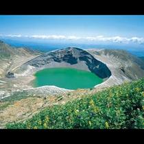 蔵王の御釜 神秘的な火口湖 仙台市街から蔵王エコーライン経由で約90分