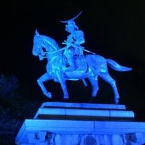 仙台城址の伊達政宗騎馬像 ライトアップは日没から23時まで
