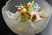 彩りしゃきしゃき大根の野菜サラダ