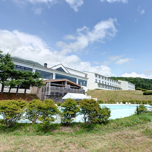 *【外観】猪苗代湖一望の絶景!天然温泉のあるリゾートホテル