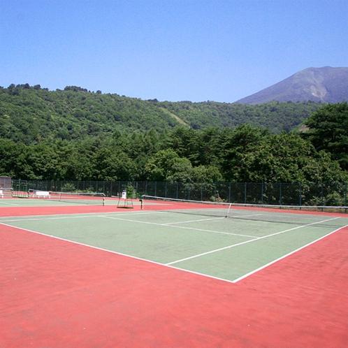 *【テニスコート】全天候型のコートが4面あります。