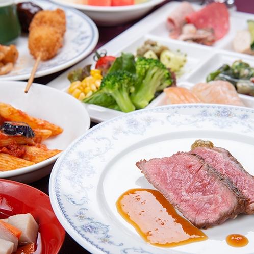 *【GOZZOバイキング】様々な種類の料理が並ぶ夕食バイキング。