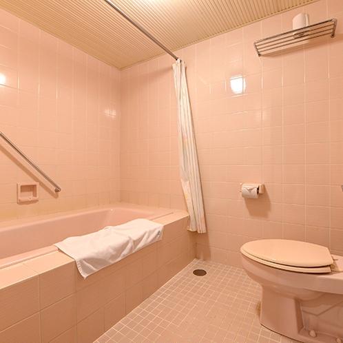 *【スイートルーム】バスルームはゆったりとした空間。