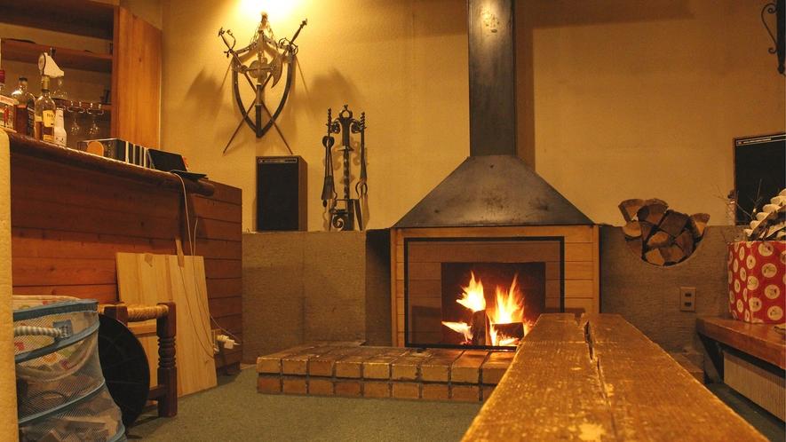 ・暖炉を囲んで、宿泊者同士と交流しませんか