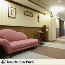フロアごとにテーマカラー 4階はチェリーピンク