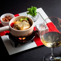 【2019秋のお献立】お料理の味を引き出すワインと一緒にお召し上がりください。