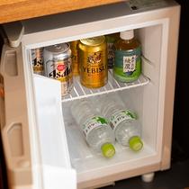 お部屋の冷蔵庫内の飲み物はフリー(無料)で用意しております(イメージ)