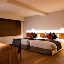 【エグゼクティブスイート】幅120cm×長さ200cmのベッドを2台配置しています。