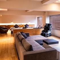 【ラグジュアリースイートツイン】100平米の空間を贅沢に使ったスイートルーム。マッサージチェアを完備