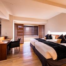 【スイート】ゆとりある空間に上質な家具を配した、モダンなお部屋です。