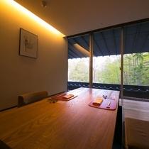 【個室食事処】隠れ家のようなスタイリッシュなお部屋です。大切な方と水入らずのときをお過ごしください。