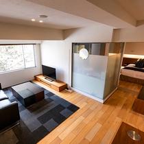【ジュニアスイート】リビングスペースとベッドスペースは分かれており、ゆっくりお過ごしいただけます。