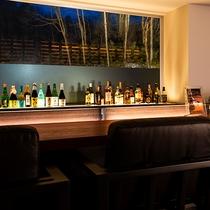 【バーZERO】カウンターのみのシンプルなバー。美味しいお酒と大切な方との語らいをお愉しみください。