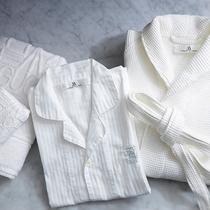 望楼オリジナルのバスローブ、パジャマ、タオルを客室にご用意しております。