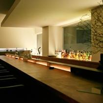 【バーZERO】グラスを傾けながら、大切な方や自分自身とじっくり語らうひとときをお過ごしください。