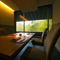 【個室食事処】登別の自然を望む椅子席のお部屋です。季節ごとに変わる景色も食事と共にお愉しみください。