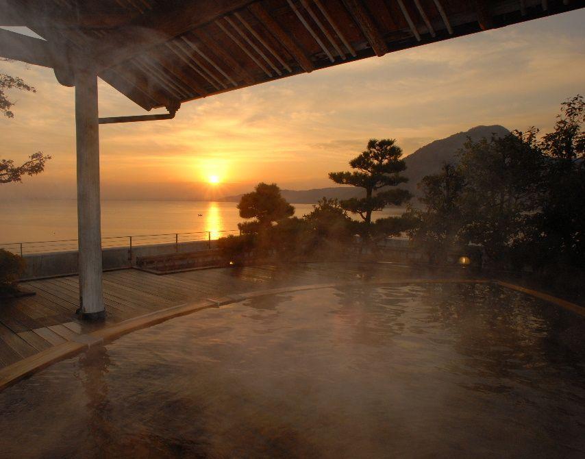 海の見える露天風呂「のたりのたり湯」