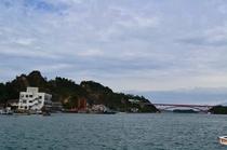 天草五橋の五号橋と雲仙を眺めることができます