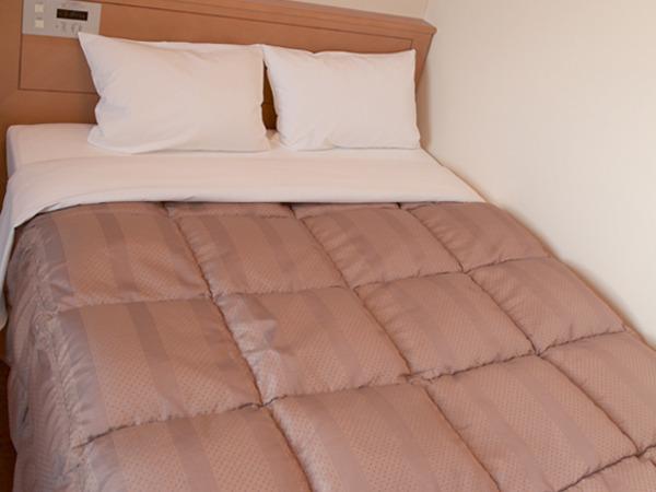 セミダブルはベッドサイズ140x196cmとダブルサイズのベッドです。